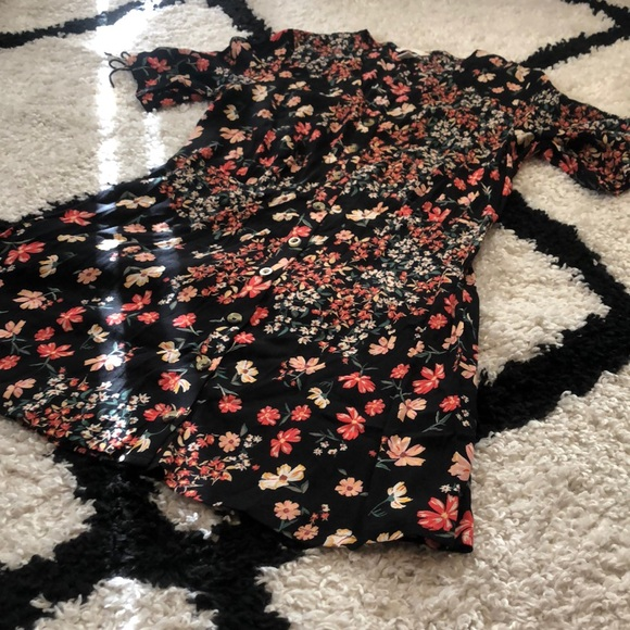 H&M Dresses & Skirts - H&M Floral Button Down Dress